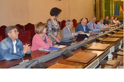 Federación de Polígonos Industriales de Asturias - FIRMA DEL CONVENIO DE CREACIÓN DE LA MESA DE POLÍGONOS DE OVIEDO - Federación de Polígonos Industriales de Asturias